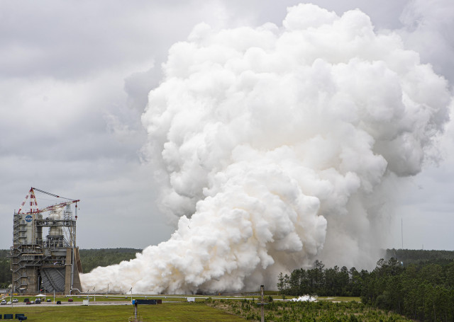 Firing Up the RS-25 Engine Test for Future Artemis Moon Missions